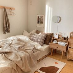 Room Design Bedroom, Small Room Bedroom, Room Ideas Bedroom, Bedroom Decor, Korean Bedroom Ideas, Bedroom Inspo, Bedroom Ideas For Small Rooms Cozy, Bed Rooms, Modern Bedroom