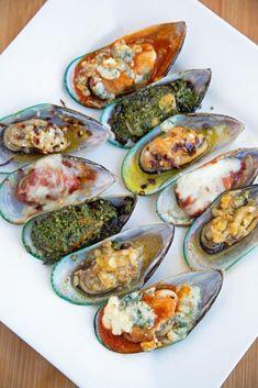 Mussels served 5 Ways -Pesto, Garlic, Italiano, Buffalo, Diablo by Ask Chef Dennis seafood recipe food recipeoftheday delicious appetizer tasty 209417451408224185 Fish Dishes, Seafood Dishes, Fish And Seafood, Seafood Recipes, Cooking Recipes, Mussel Recipes, Oyster Recipes, Seafood Platter, Shellfish Recipes