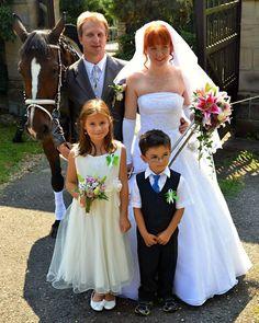Celý den se vydařil  Lucia - svatební šaty (romanticka) od nás Ladislav - pánský oblek od nás A chlapecký oblek též od nás