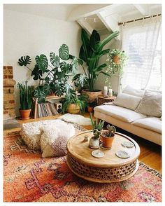 Modern Bohemian Bedrooms & Home Interior Decor Ideas: With the passage of time the demand and trend of the bohemian home decoration has been becoming the main talk of the town. Living Room Inspiration, Home Decor Inspiration, House Plants Decor, Bedroom With Plants, Living Room With Plants, Deco Boheme, Aesthetic Room Decor, Boho Living Room, Table Decor Living Room