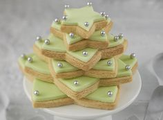 How to Make a Star Biscuit Christmas Tree #baking #Christmas