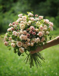 bouquet by AKURATNIE kwiaty  www.akuratnie.com.pl  www.facebook.com/akuratnie.kwiaty  www.instagram.com/akuratnie.dw  #bukiet #róże #goździki #beż #róż #kwiaty #bouquet #roses #carnations #beige #pink