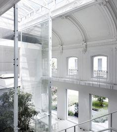 Loft by Lissoni Associati in Monza, Italy // Converted warehouse Interior Architecture, Interior And Exterior, Interior Design, Italy Architecture, Sustainable Architecture, Gaudi, Lofts, Dream Decor, Living Spaces