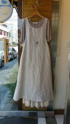 광장동옷가게 꽃놓고수놓고~ Mori Girl Fashion, Hijab Fashion, Fashion Outfits, Womens Fashion, Apron Dress, I Dress, Boho Outfits, Casual Outfits, Tunic Sewing Patterns