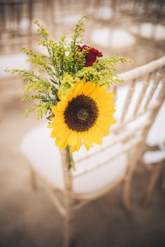 Purple Wedding Flowers sunflower wedding flowers - Between boho bridal style and colourful florals, this beach wedding in Portugal is full of inspiration for creative couples. Sunflower Wedding Decorations, Wedding Flower Arrangements, Flower Bouquet Wedding, Sunflower Weddings, Red Rose Wedding, Cheap Wedding Flowers, Wedding Ideas, Sunflowers And Roses, Fresh Flowers