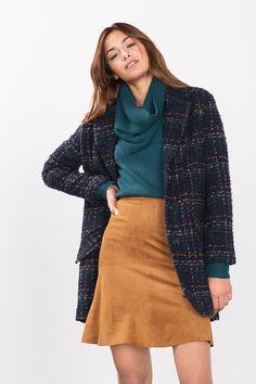Info mesures:  -Longueur milieu dos en taille XL (peut varier selon les tailles) env. 82 cm  Détails:  -Cette veste en laine mélangée de coupe droite et légèrement oversize pourvue d´épaules un peu tombantes tient son charme rétro de ses grands carreaux structurés et de ses détails uniques. -Le large col à revers, les trois gros boutons au milieu du devant et les poches à rabat en biais viennent parfaire le style années 50. -La veste est dotée d´une doublure soyeuse. -Avec un indice de…