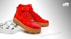 """Der Air Force 1 Hi Suede """"University Red"""" für die Damen von Nike ab sofort inStore und onLine auf www.soulfoot.de erhältlich!  Sizerun: EU 37,5 - 40,5  € 119,95  #nike #airforce #af1 #suede #universityred #sneaker #soulfoot #slft"""