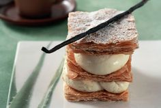Milfille with fluffy vanilla cream Greek Sweets, Greek Desserts, Greek Recipes, Biscuit Pudding, Crockpot, Desserts With Biscuits, Sandwiches, Food Categories, Sweets Recipes