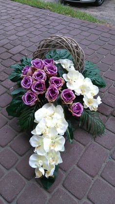 a pair of these back to back on a DR table Floristik Rezepte Allerheiligen 💐 Flower Wreath Funeral, Funeral Bouquet, Funeral Flowers, Casket Flowers, Grave Flowers, Cemetery Flowers, Deco Floral, Arte Floral, Easter Flower Arrangements