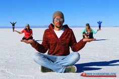 Photographic tour in Las Salinas Grandes of Salta and Jujuy Photography Challenge, Photography Lessons, Free Photography, Creative Photography, Photography Poses, Family Photography, Forced Perspective Photography, Perspective Photos, Creative Portraits