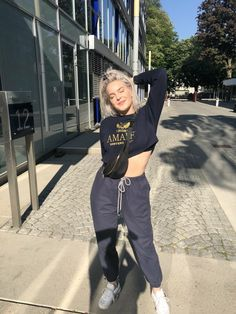 @TheBritttt Fashion Killa, 90s Fashion, Retro Fashion, Fashion Outfits, Bebe Rexha, Anne Maria, Female Singers, Woman Crush, Street Wear