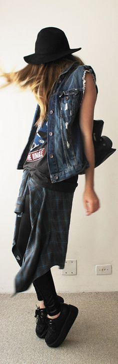 Los 90's están de vuelta, camisas a cuadros, chalecos de jean, plataformas y mucha actitud ¿te atreves a unirte a esta tendencia?