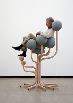 Ergonomisches Design von Peter Opsvik - der Garden Chair garantiert eine ausbalancierte Sitzposition #inspiration #design #furniture #ndu #newdesignuniversity