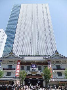 Kabuki-za Theater in Tokio© Tak1701d  Dit theater maakt deel uit van een kantorencomplex van 29 verdiepingen. Het staat bekend om de traditionele kabuki voorstellingen.