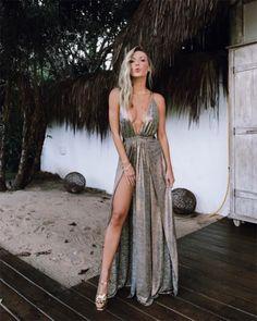 Nati Vozza também apostou na fenda e decote - o vestido é Vanessa Abbud