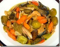 SPANISH-STYLE BANGUS SARDINES IN OLIVE OIL = Ingredients: 2-3 lbs. milkfish, cleaned and sliced in 2 inches length 4-6 pcs. chili peppers 10 pcs. sliced pickles 2 pcs. carrotS 6 pcs. dried bay leaves 1/2 tsp. whole black peppercorns 1 cup olive oil 1 can chicken broth 2-3 cups water dash of paprika (optional, to add color)     6 cloves garlic, crushed and minced     1/2 cup onions, sliced     2 tbsps.. ginger, sliced thin     2 tbsps. vinegar     1 tbsp. patis (fish sauce)     1 tbsp. salt…