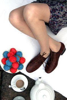 Big shoe celebrity spotlight: Kate Winslet | Woman shoes, Read ...