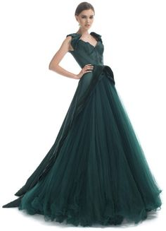 Zac Posen gown. Not that I would ever have a place to wear this, but sure wish I did!! :)