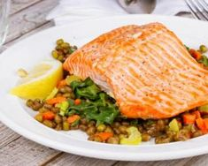 Eat these foods to avoid Alzheimer's Mind Diet, Dash Diet, Foods To Avoid, Vegan Foods, Eating Plans, Fish And Seafood, Healthy Eating, Healthy Food, Healthy Cooking