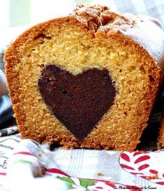 """Ce """"gâteau caché"""" m'a donné du fil à retordre. Jamais deux sans trois comme dit le proverbe! Le premier essai ne m'allait pas concernant le coeur (pas assez fondant), le deuxième a eu un coeur qui s'est couché sur le côté, le troisième était enfin par-fait!..."""
