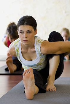 http://www.aurawellnesscenter.com/2014/08/07/making-unrealistic-claims-yoga/How to Keep Your Mind on Your Mat During Yoga