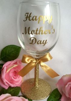 Search for a good Mother's Moment presents for your amazing mum! Mothers Day Decor, Mothers Day Crafts For Kids, Diy Mothers Day Gifts, Mothers Day Cards, Glitter Wine Glasses, Glitter Gifts, Diy Mother's Day Crafts, Mother's Day Diy, Father's Day Celebration