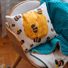 SOMNmic (the tiniest nap in Romanian) is a project sewn and embroidered by Molcush and illustrated by Alexia Udriște, because however long, every nap needs a story. Home Deco, Throw Pillows, Sewing, Illustration, Projects, Log Projects, Toss Pillows, Dressmaking, Blue Prints