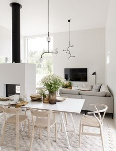 Dining Room inspiration from Deko Foto: Niclas Mäkelä Interior Exterior, Room Interior, Interior Design, Dining Room Design, Dining Room Table, Modern Dining Room Sets, Design Table, Patio Dining, Chair Design