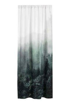 Fotónyomatos függöny: Pamutszövet függöny fotógrafikus nyomott mintával és széles bújtatóval és rögzítőszalaggal. A csomag egy darab függönyt tartalmaz.