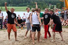 Iskelmän joukkue ja Neljänsuora pelasivat perinteisen lentopallo-ottelunsa Couple Photos, Couples, Couple Pics, Couple Photography, Couple
