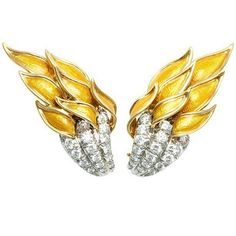 Flame earrings by Jean Schlumberger for Tiffany and Co  in gold & platinum with diamonds and yellow enamel. There are others versions with red or blue flames  Regrann from @bekkerjewelrydiamonds  ___________  Pendientes Flame de Jean Schlumberger para Tiffany and Co  en oro y platino con diamantes y esmalte amarillo. Hay otras versiones con las llamas en rojo o azul  __________  #DeJoyaEnJoya #FromJewelToJewel #JewelryBlog #tiffany #luxury #style #schlumberger #JeanSchlumberger #gold #oro…