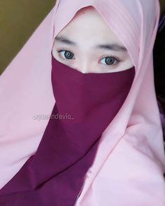 Muslim Girls Photos, Girl Photos, Niqab Fashion, Fashion Outfits, Adidas Superstar Trainers, Muslim Beauty, Islamic Girl, Hijab Chic, Girl Hijab