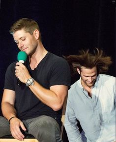 This is a precious moment between brothers @JensenAckles@ @jarpad #Supernatural #J2