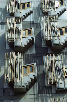 scottish parliament - enric miralles and bernadet tagliabue
