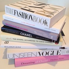 Room decor ideas girly coffee tables 46 New ideas Reading Lists, Book Lists, Roses Tumblr, Tips & Tricks, Book Aesthetic, Coffee Table Books, Clueless, Fashion Books, Girly Things