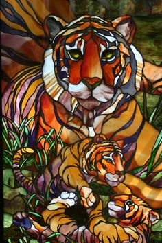 I really love this piece! its amazing how the artist used different glass and paint to achieve this. Truly awesome. I love wild cats, especially tigers, so I find this piece really beautiful.