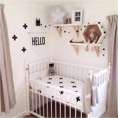 the boo and the boy: kids' rooms on instagram. Kinderkamer zwart wit, mooie kastjes boven bed. Black and white