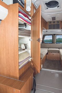 Roadtrek-optional-armoire.jpg 400×600 pixels