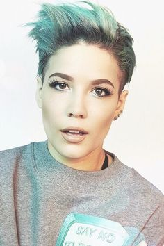 Halsey ughhhh can I be that hot for once