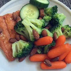 """Dinner tonight  Salmon, broccoli, cucumber, carrots and almonds  #dinner #cleanfood #cleaneating #nutrition #foodprep #healthy #eatclean #eatforabs #diæt #eathealthy #fit #healthy #cleandiet"