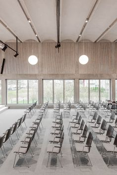 Bayer & Strobel Architekten | Gemeindehaus FeG Kaiserslautern-Nord Auditorium Design, Auditorium Architecture, Kaiserslautern, Norway House, Multipurpose Hall, Function Hall, Office Pictures, Lobby Lounge, Common Area