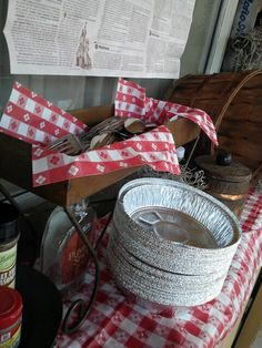 old west chuck wagon. pie tins for plates.big enough for your beans n corn bread n apple pie Cowboy Theme Party, Farm Party, Bbq Party, Birthday Bbq, Cowboy Birthday, Country Birthday Party, Outdoor Birthday, Birthday Stuff, Barn Parties