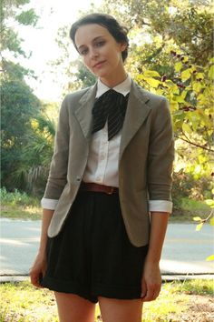 I'm trying to find ways to wear blazers!  So imagine this with a longer black skirt :)