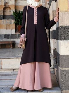 Hijab Fashion The fabric is awesome on this Bamboo Blend version of the Andalib Tunic. From SHUKR Hijab Fashion Sélection de looks tendances spécial voilées Look Descreption The. Hijab Fashion 2016, Abaya Fashion, Modest Fashion, Fashion Dresses, Moslem Fashion, Modele Hijab, Hijab Style, Muslim Dress, Islamic Fashion