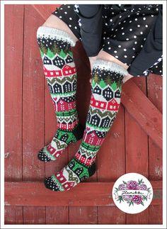 Neuleohje Heinikkilät-kirjoneulesukkiin - Handmade by Heini -verkkokauppa Patterned Socks, Color Shapes, Marimekko, Christmas Stockings, Colours, Holiday Decor, Crochet, How To Make, Knitting Ideas