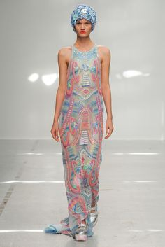 Manish Arora Spring 2015 Ready-to-Wear - Collection - Gallery - Look 27 - Style.com NO DETAIL AT ALL HERE. NOTHING TO SEE HERE