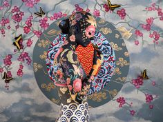 Gorgeous Body Paintings Depict the Harmony of Chinese and East Asian Porcelain…