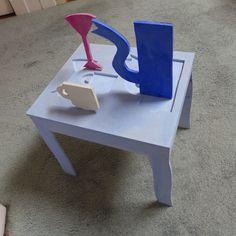 Klaas Gubbels, houten object, tafel met servies 1997