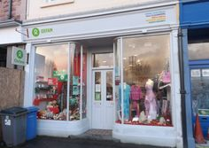 Oxfam appeal for unwanted Christmas gifts to help raise more life-saving funds http://www.buteman.co.uk/news/local-headlines/oxfam-appeal-for-unwanted-christmas-gifts-1-3643422