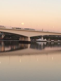 The South East Freeway over the Brisbane River at dawn. Brisbane River, Dawn, Places, Pretty, Lugares
